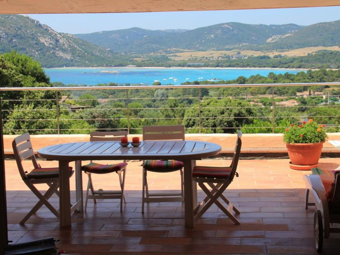 belle maison santa giulia 400 m tres plage porto vecchio. Black Bedroom Furniture Sets. Home Design Ideas