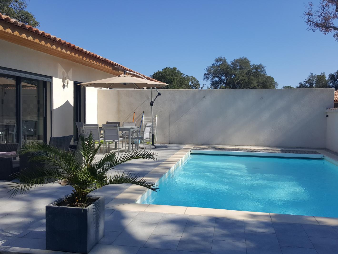 Villa de standing avec piscine chauff e 10 mn plage for Prix piscine chauffee