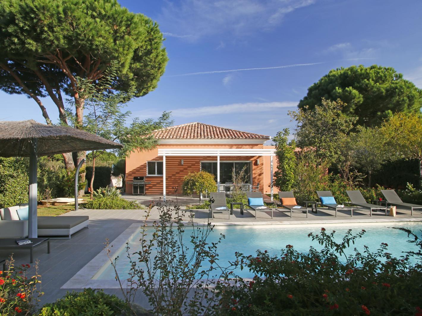 Villa livia location de prestige proche plage calvi for Location villa prestige