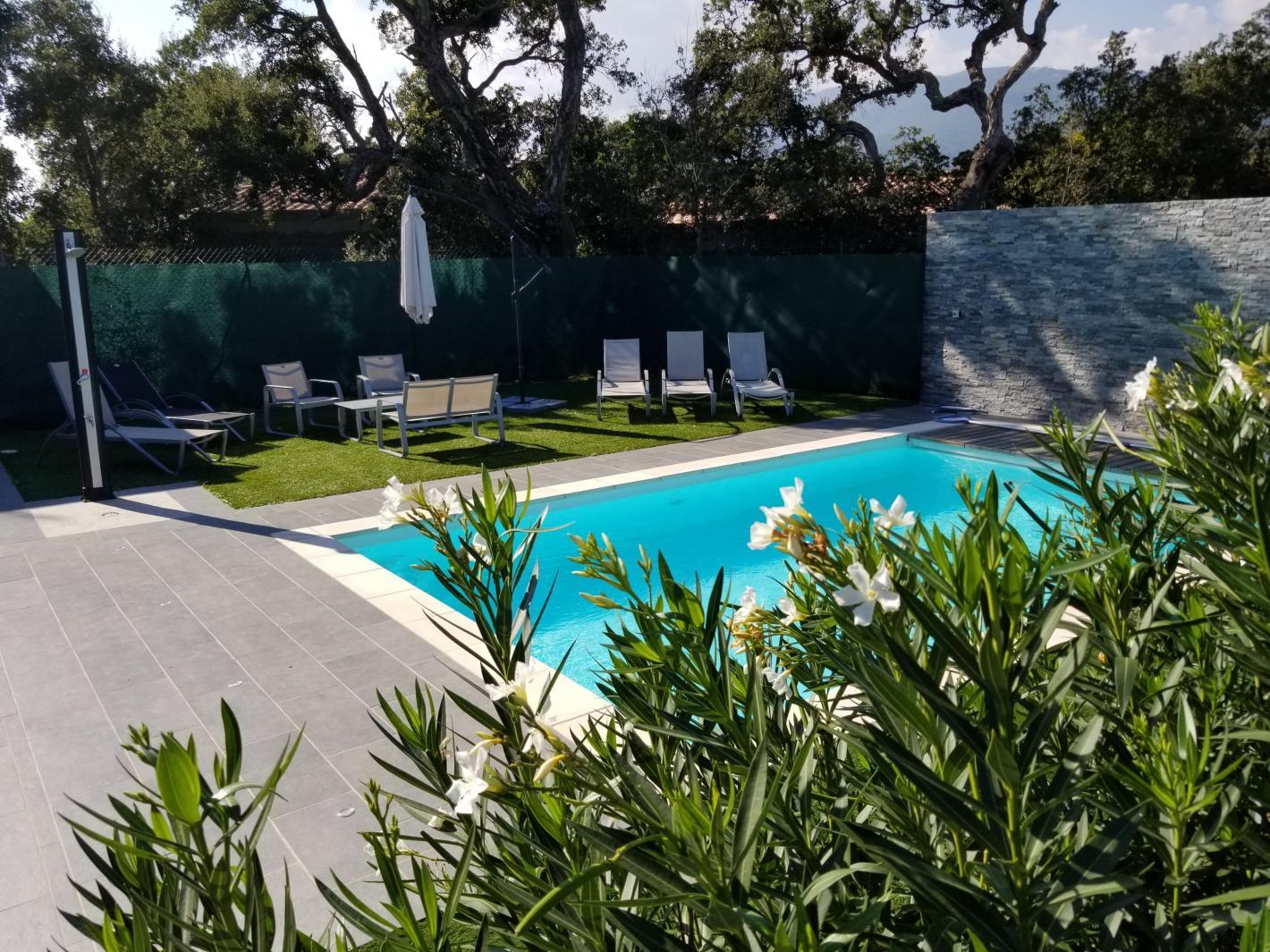 villa avec piscine priv e 10 mn plage saint cyprien porto vecchio. Black Bedroom Furniture Sets. Home Design Ideas