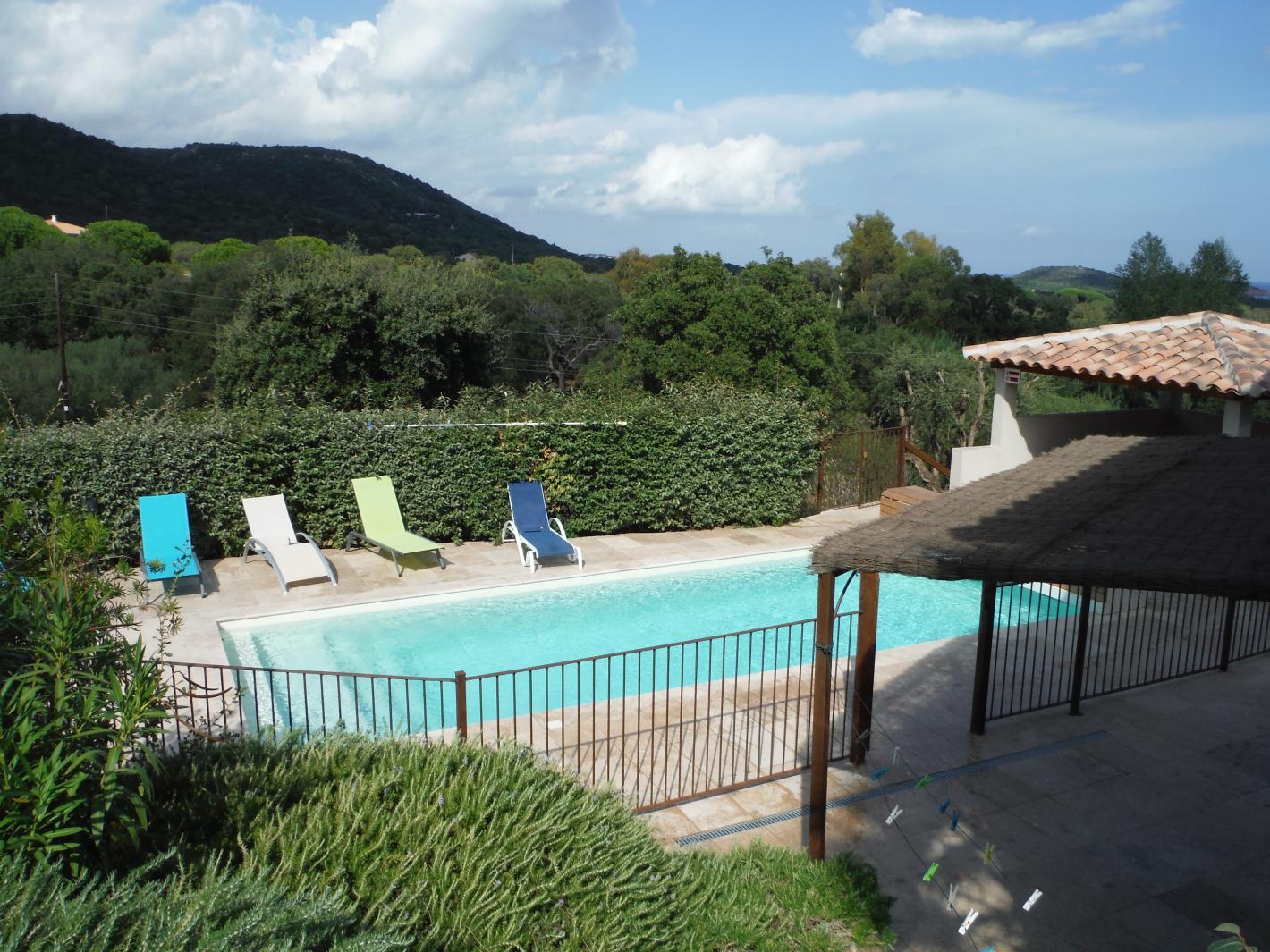 villa avec piscine chauff e entre pinarello et saint cyprien porto vecchio. Black Bedroom Furniture Sets. Home Design Ideas