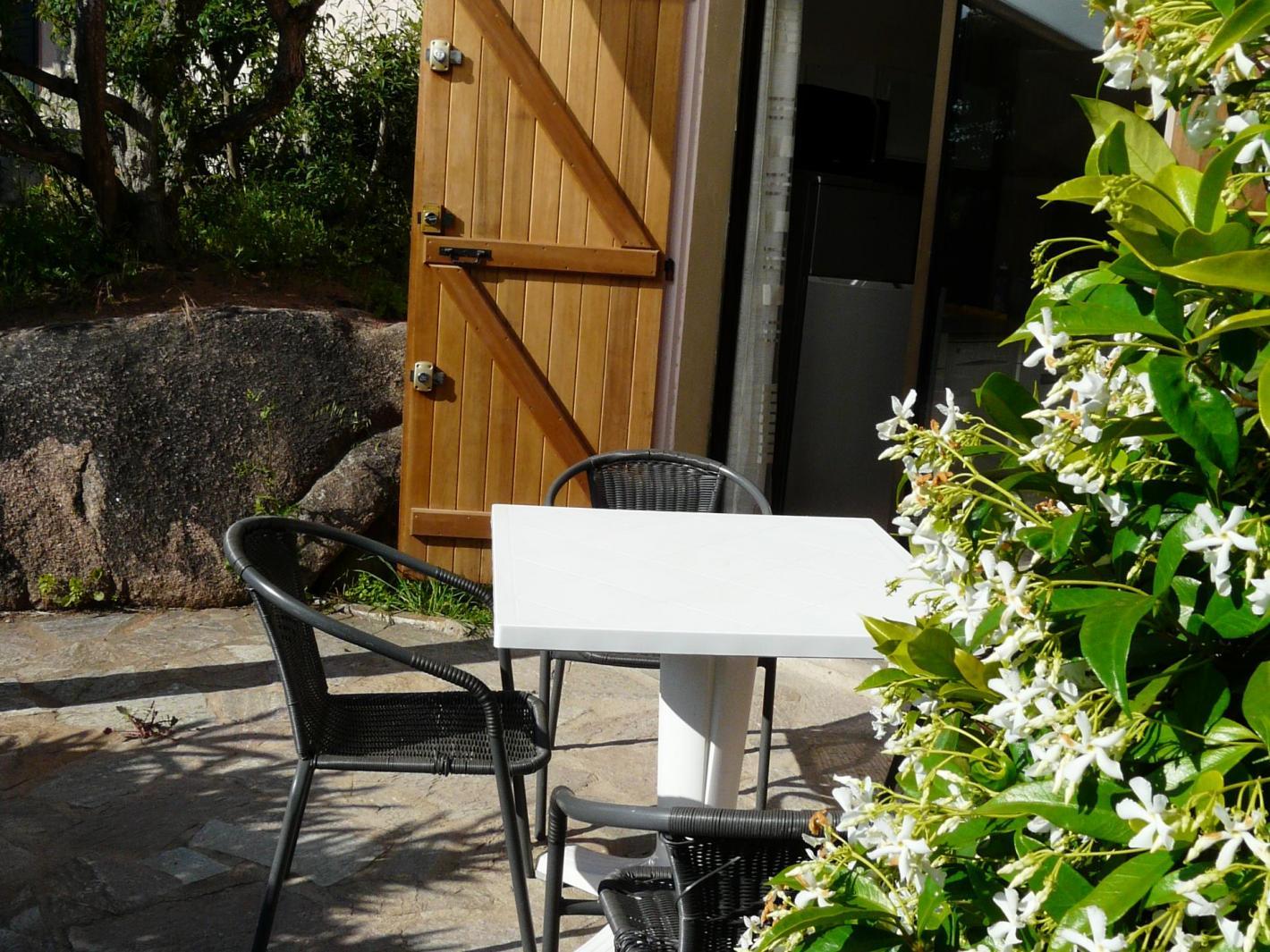 r sidence bella vista charmant duplex avec terrasse porto vecchio. Black Bedroom Furniture Sets. Home Design Ideas