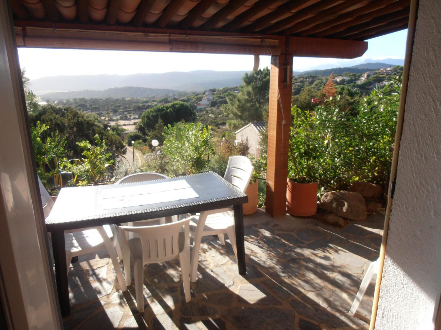 location mini villa 400 m tres plage de santa giulia porto vecchio. Black Bedroom Furniture Sets. Home Design Ideas